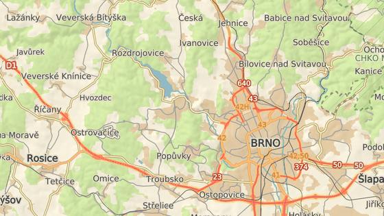 Havárie omezila dopravu v Bystrcké a Kníničské ulici v Brně.