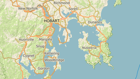 Lauderdale se nachází přibližně 13 kilometrů od města Hobart.