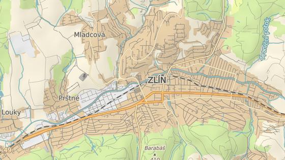 Nehoda se stala na čtyřproudové silnici spojující centrum Zlína se sídlištěm Jižní Svahy, konkrétně v lokalitě Pod Babou.