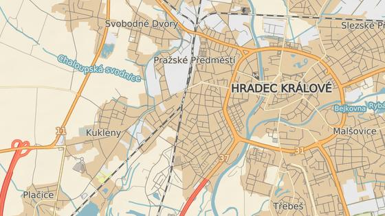 Přejezd přes pardubickou trať je alternativou pro přetíženou Pražskou ulici.