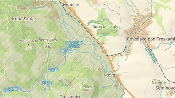 Nehoda se stala na přejezdu v Borku pod Troskami.