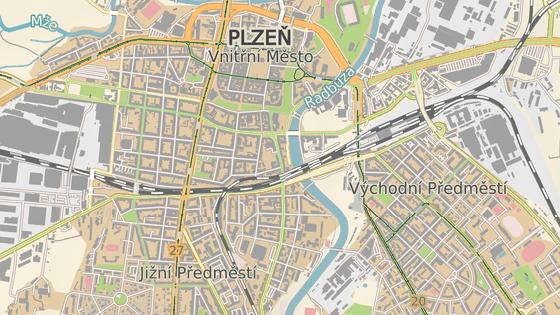 Řidiče v autě přepadl násilník v Prokopově ulici v centru Plzně.
