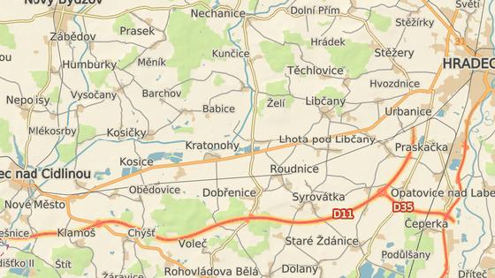 Dostavbou D11 k Hradci se ulevilo silnici I/11 mezi Novým Městem (červeně) a hradeckou místní částí Kukleny (zeleně). Přestala po ní jezdit většina kamionů.