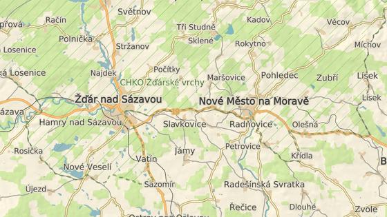 Zatáčka u Radňovic se nachází na silnici mezi Žďárem nad Sázavou a Novým Městem na Moravě.