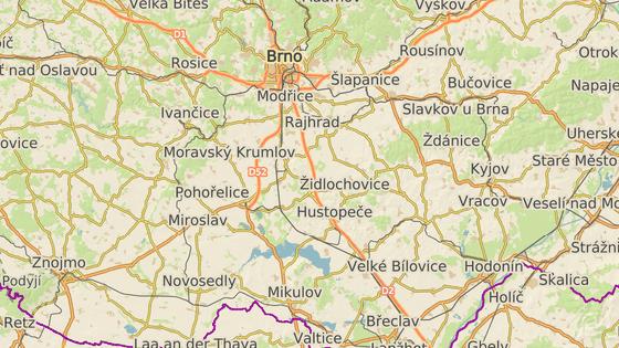 Nehody kamionů u Blučiny (červená značka) a Velkých Pavlovic zablokovaly D2 na Brno.