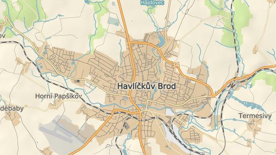 Doprava v Havlíčkově Brodě kolabuje zejména kvůli omezení a kyvadlovému provozu v Lidické ulici (červená značka). Uzavřena je ale i Dolní ulice (modrá značka) a Mírová (hnědá). V úterý se navíc přidá uzavírka ulice Chotěbořská (oranžová). Z jednoho konce města na druhý je tak možné dostat se pouze po obchvatu a Masarykovou ulicí (zelené značky), kde se ale tvoří extrémně dlouhé kolony.