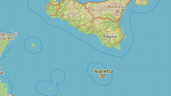 Malta se nachází asi 90 kilometrů jižně od Sicílie