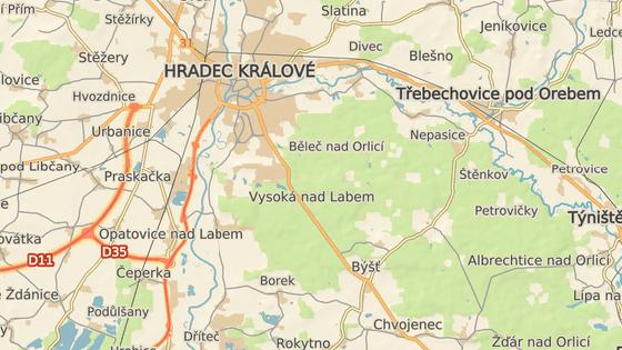 Kůň utíkal z přírodní památky Na Plachtě (červená značka) do Hoděšovic (modrá značka). Pak odběhl k výpadovce na Brno u Koliby (šedá značka). Odchytili ho až v Hoděšovicích.