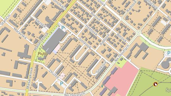 Napadení exekutorů se odehrálo ve Smrkové ulici v Plzni na Doubravce.
