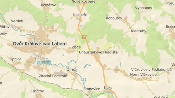 Sjezd z dálnice D11 bude u odbočky na obec Vlčkovice (červená). Další má být nedaleko v Kocbeřích (modrá).