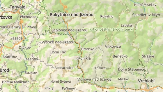 Vlak narazil do stromu mezi Poniklou a Jabloncem nad Jizerou.