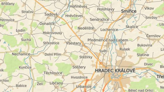 Nehoda se stala na přejezdu mezi Všestary a jejich částí Rosnice.