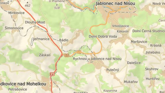 Řidiči si cestu z Prahy do Jablonce zkracují přes Rádlo.