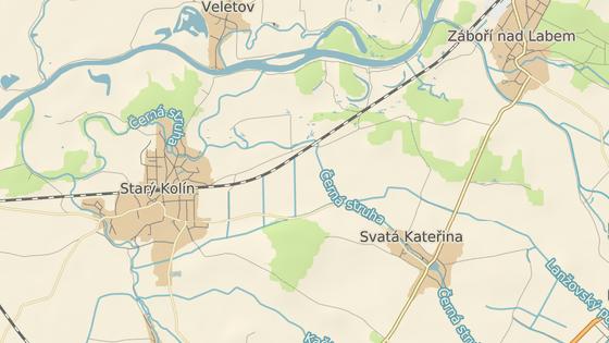 U Starého Kolína narazil vlak do odstaveného auta.