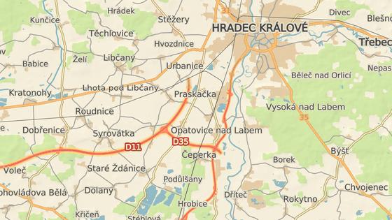 Opatovice nad Labem, kde dnes sjízdný kousek D35 končí kruhovou křižovatkou.