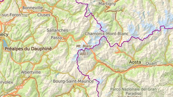 Mont Blanc leží na hranicích Francie a Itálie, poblíž hranic se Švýcarskem