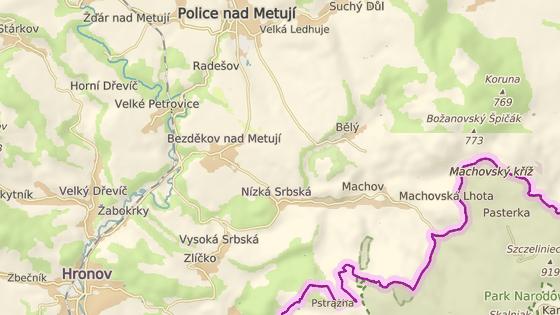 Opravovaná cesta z Machovské Lhoty k polským hranicím.