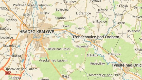 Nebezpečná křižovatka silnic I/11 a II/298 u Třebechovic pod Orebem.