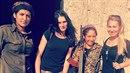 """""""Další členky Femisphery, syrská větev,"""" popisuje snímek s úsměvem Klicperová."""