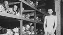 Lidé za války v koncentračním táboře Buchenwald.
