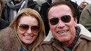 Arnold se svou partnerkou Heather .