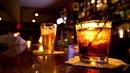 Zloděj z Teplic nezůstal v baru u pouhé konzumace. Svedl barmanku, kterou na...