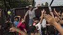 Uprchlíci jsou pobouřeni z toho, že Maďarsko uzavírá hranice. Musí si hledat...