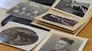 V peněžence si Peter Will uschoval některé rodinné fotografie.