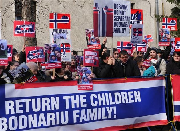 Barnevernet zabavuje v Norsku děti i cizincům.