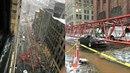 V centru New Yorku se na ulici zřítil obří jeřáb.