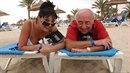 Dáda a Felix si užívají sluníčka a moře. Možná, že společná dovolená je semkne...