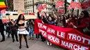 Pracující dívky Francie se vzbouřily!