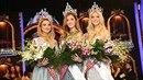 Novou Českou Miss se stává Andrea Bezděková. Vpravo Česká Miss World Natálie...
