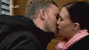 Prachař nečekaně políbil Leichtovou.