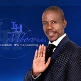 e8c90680b3f Pastor Mboro Motsoeneng je zakaldatelem a hlavou pochybné církve Incredible  Happenings (Neuvěřitelné události).