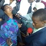 9990094fa72 Pro poblouzněné a často negramotné věřící je setkání s pastorem Mborem vždy  silný zážitek. Silný