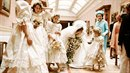 Jedna zákulisní fotografie ze svatby Diany Spencerové.