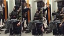 Dvě bílé ženy a zahalené muslimky se do sebe pustily v londýnském metru....