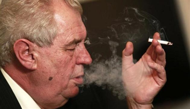 Mladí eben kouření