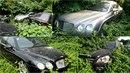 Opuštěná auta stojí v Chengdu několik let, nikomu nechybí, nikdo je nepostrádá.