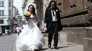 Aleš Brichta se dnes oženil. Příliš šťastně se však netvářil.