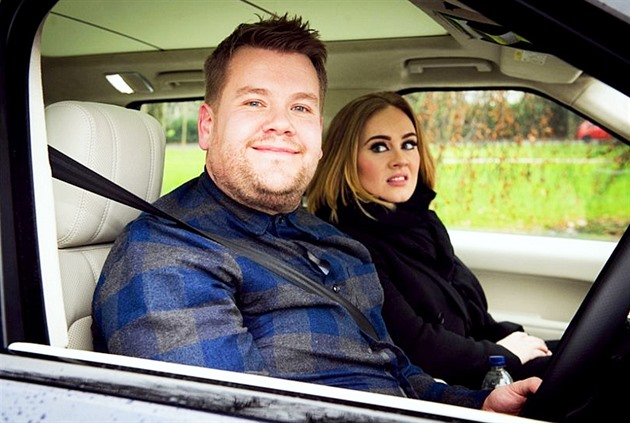 James Corden a host jeho Carpool Karaoke - zpěvačka Adele