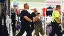 K potyčce dvou žen mělo dojít kolem 14. hodiny v OC Nový Smíchov v Praze na...