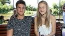 Viktorie se svým devatenáctiletým přítelem.