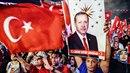 Po potlačení puče mohutně vzrostla podpora tureckému prezidentu Erdoganovi....