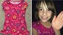 Camila má radost z nového, ale vlastně starého, trička.