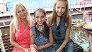 Šárka Grossová (vlevo) s dcerami Natálií a Denisou.