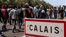 Do Calais denně přichází stovky uprchlíků. Podle zdechovského jde většinou o...