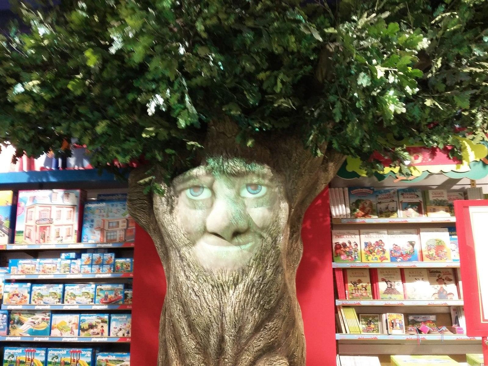 Pohádky dětem můžete koupit v knížce nebo je nechat odvyprávět animovaný  moudrý strom. cc73bb809c