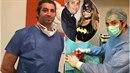 """""""Falešný"""" plastický chirurg Yassine Ghazi má operovat sice zakázáno, vesele..."""